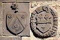 Blasons Marcenat et Duprat dans le cloître de Mozac.JPG