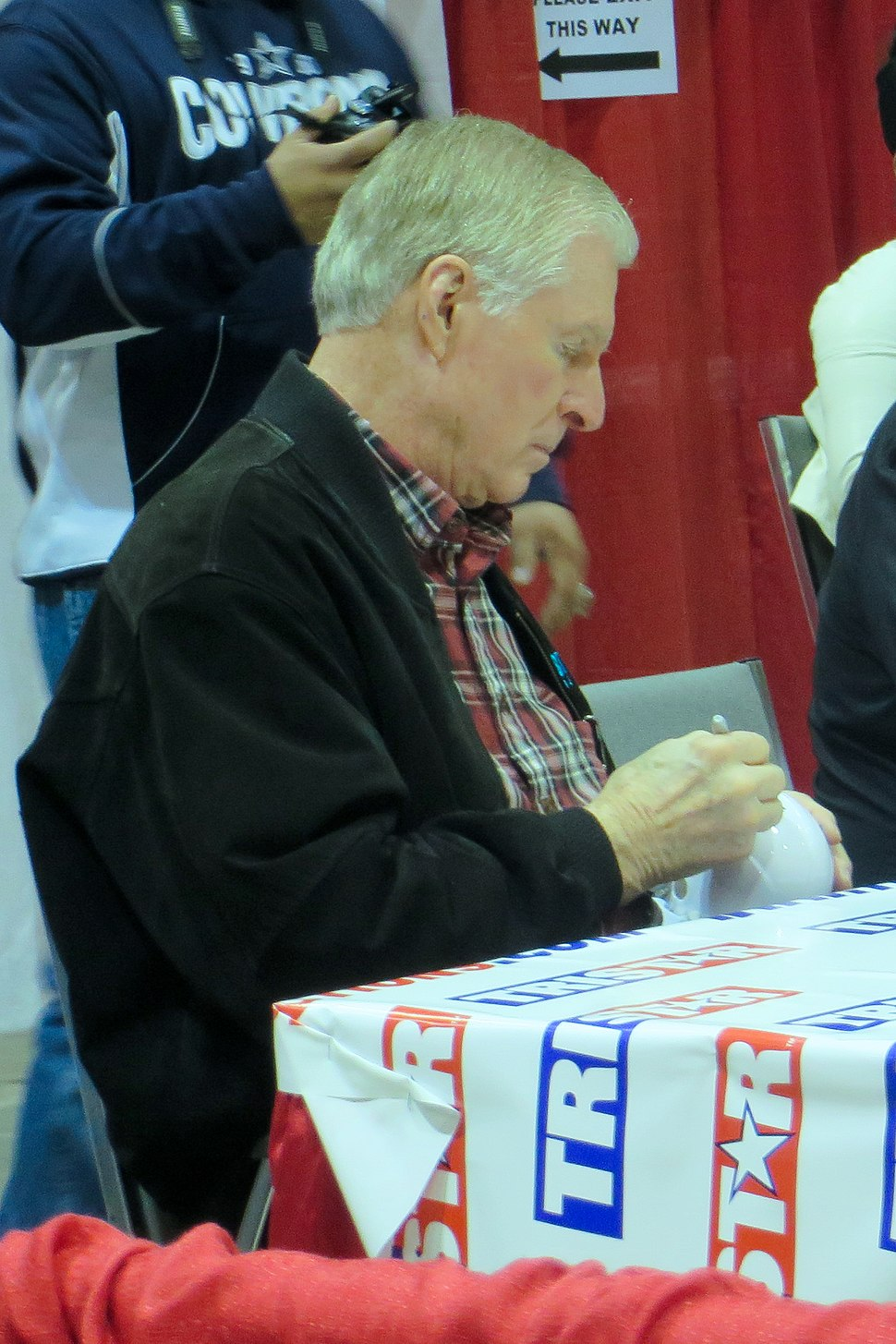 Bob Lilly signs autographs Jan 2014