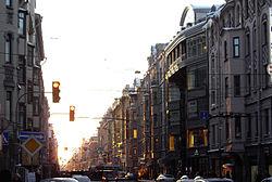 Большой проспект Петроградской стороны, вид от Ординарной улицы в сторону Тучкова моста, справа дома 86 (часть), 84, 82, 80 и т.д., слева — дом 69.