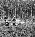 Bosbewerking, arbeiders, boomstammen, landbouwmachines, Tractors, Bestanddeelnr 251-9999.jpg