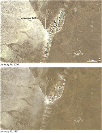 Bou Craa - Landsat images of Bou Craa in 2000 and 1987. The straight line to the Northwest is the conveyor belt.