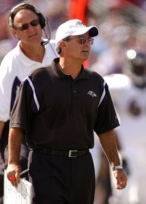 Baltimore Ravens - Coach Gary Zauner (front) and Brian Billick with the Baltimore Ravens in 2003.