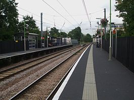 Brondesbury station look east.JPG