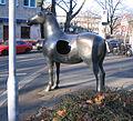 Bronzeplastik Fokus von Angelika Freitag, Düsseldorf Am Wehrhahn Ecke Wielandstraße (1).jpg