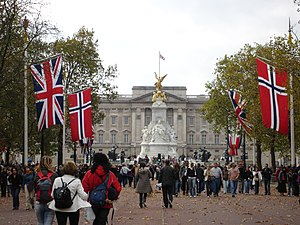 Norway–United Kingdom relations - Image: Buck palace + change guards 028