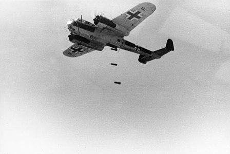 Bundesarchiv Bild 101I-341-0489-13, Frankreich, Flugzeug Dornier Do 17.jpg