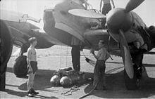 Bundesarchiv Bild 101I-363-2271-21, Frankreich, Flugzeug Me 210, Bomben
