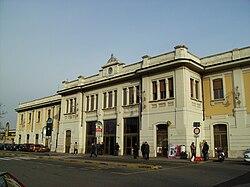 Busto Arsizio Stazione RFI Facciata 2007.jpg