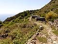 Camino interior, Isla de Alicudi, Islas Eolias, Sicilia, Italia, 2015.JPG
