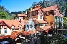 external image 220px-Caves-House-Accommodation-at-Jenolan-Caves.jpg