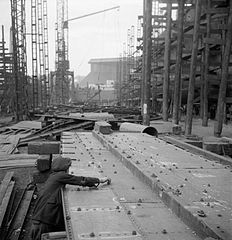 Cecil Beaton Photographs- Tyneside Shipyards, 1943 DB116.jpg