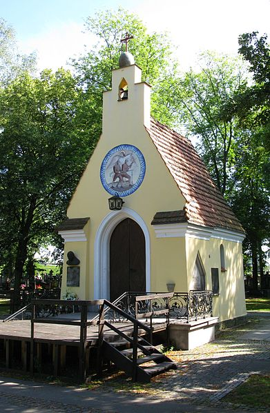 Plik:Cemetery Chapel commemorating battle of Radzymin 1920.JPG