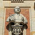 Château de Versailles, cour de marbre, buste d'empereur romain, Vdse 87 03.jpg