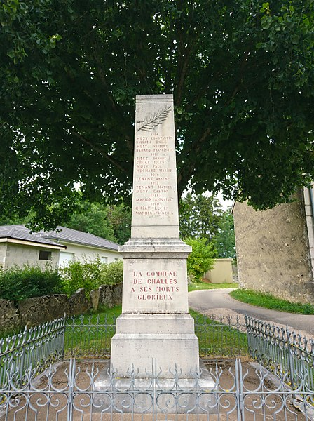 War memorial of Challes-la-Montagne, side WWI.