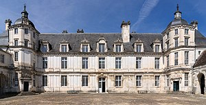 Chateau Tanlay facade cour grand chateau.jpg
