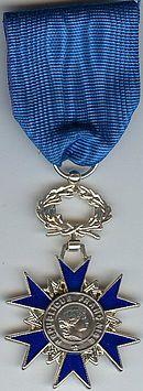 Décorations Françaises 130px-Chevlaier_de_l_Ordre_Nationale_du_Merite_AVERS