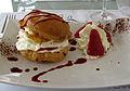 Chou à la crème et fraise de Carpentras.JPG