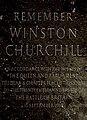 Churchill-emléktábla a főhajó padlózatában.jpg