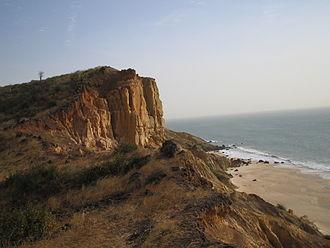 Álvaro Fernandes - Cliffs of Popenguine, just above the Cape of Masts (Cap de Naze), farthest point reached by Álvaro Fernandes in 1445
