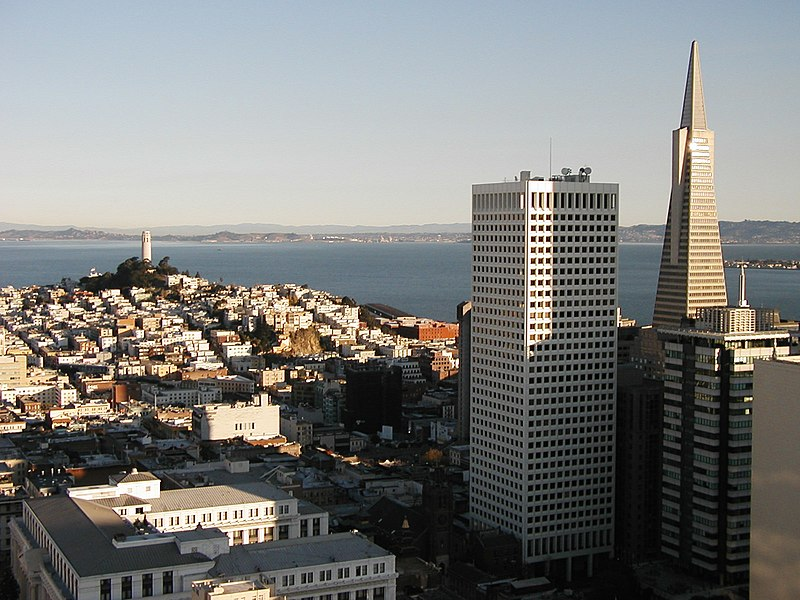 Bestand:Coit and TransAmerica Towers.jpg