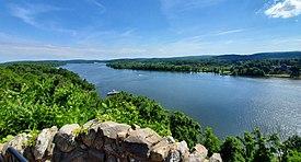 Connecticut River desde el castillo de Gillette.jpg