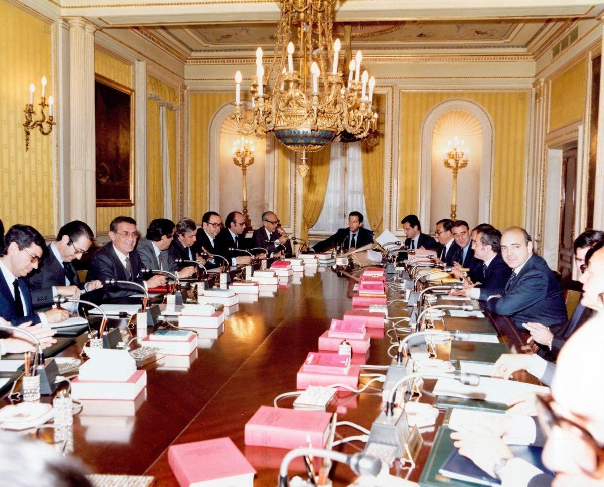 Tercer gobierno su rez wikipedia la enciclopedia libre for Clausula suelo consejo de ministros