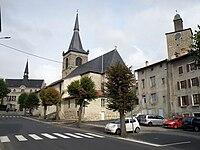 Craponne-sur-Arzon Mairie-église-donjon.JPG
