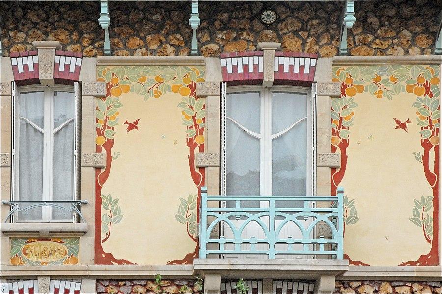 Maisons de style art nouveau dans le rue Félix Faure  Cette petite maison populaire a été construite en 1906 par l'architecte César Pain (1872-1946) dans le lotissement de la rue Félix Faure à proximité de l'établissement thermal de Nancy. Durant plusieurs années, ces maisons ont été louées à des curistes.  Au début du 20ème siècle, les vertus curatives des eaux chaudes de Nancy Thermal ont été utilisées et ont joui d'une renommée certaine: elles ont été mises en bouteille et bénéficié d'une autorisation d'exploiter en 1911 suite à la reconnaissance par l'Académie de Médecine de leur valeur thérapeutique. Dès 1913, de nombreux curistes régionaux goûtent aux bienfaits de l'eau thermo-minérale de Nancy.  Les projets de développement de l'établissement thermal de l'époque ne se sont pas concrétisés du fait de la disparition prématurée du promoteur de ce site, Louis Lanternier, qui est mort au cours de la première guerre mondiale. L'activité thermale a même fini par disparaître.