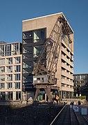 Düsseldorf, havenkraan in de Medienhafen IMG 2991 2018-05-05 18.56.jpg