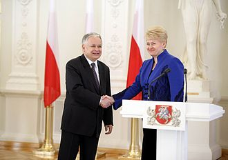Lech Kaczyński - Meeting with his Lithuanian counterpart, Dalia Grybauskaitė, in Vilnius at the Presidential Palace, 8 April 2010. This was to be Kaczyński's last meeting with a fellow head of state.