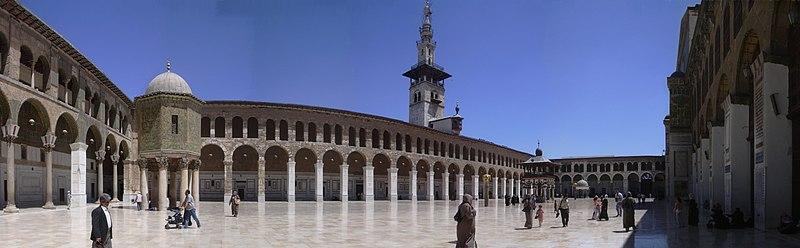 File:Damaskus, Omayadenmoschee, Ansichten vom Moscheehof mit weissem Marmor und Arkaden und dem Glockenhaus (38674825602).jpg