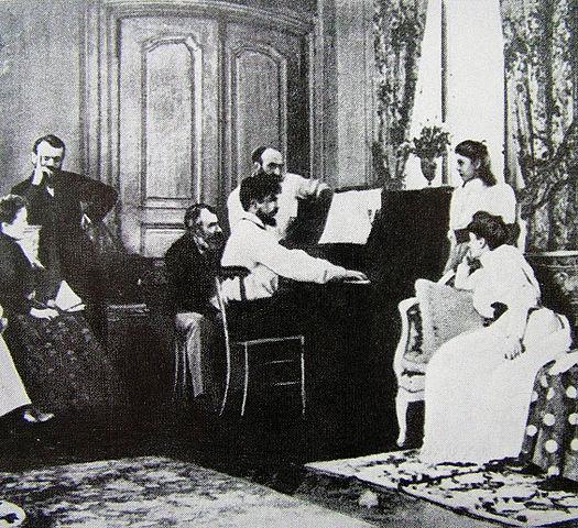 Дебюсси в салоне Эрнеста Шоссона играет оперу «Борис Годунов» Мусоргского, 1893 год