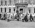 Defilé langs paleis Soestdijk ter gelegenheid van de verjaardag van koningin Jul, Bestanddeelnr 907-7255.jpg