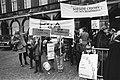 Demonstratie Dolle Mina tegen uitblijven van creches op Binnenhof, Den Haag , Bestanddeelnr 924-0211.jpg
