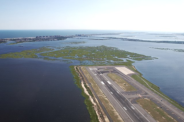 Departing JFK By Spartan7W (Own work) [CC BY-SA 3.0 (http://creativecommons.org/licenses/by-sa/3.0)], via Wikimedia Commons