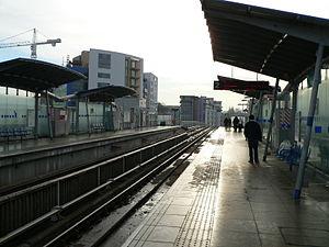 Deptford Bridge DLR station - Image: Deptford Bridge DLR station 2005 12 10