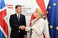 Der britische Außenminister Jeremy Hunt zum Gespräch bei Außenministerin Karin Kneissl (42885654285).jpg