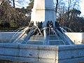 Detalle de la Fuente del Ángel Caído (2807410554).jpg