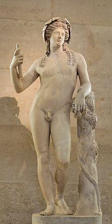 Statua di Dioniso del II secolo, esposta al Louvre.