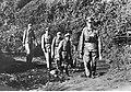 Dowódca z oficerami niemieckimi podczas przechodzenia przez strumieć na froncie pod Nettuno - Anzio (2-2095).jpg