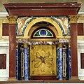 Duomo di viterbo, interno, coro dei canonici, altare con marmi colorati, ciborio in lapislazzuli e malachite.jpg
