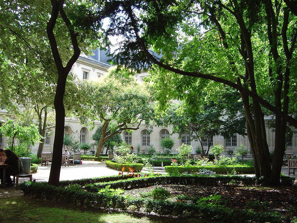 Vista de la cour aux Ernests, Escuela Normal Superior de París, calle de d'Ulm en París (Francia).