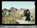 ETH-BIB-Douar Doura, mit Beduinen-Frauen (zwischen Gafsa und Gabès)-Dia 247-08219.tif