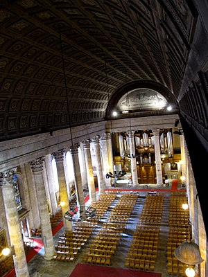 Vendée - Image: Eglise Saint Louis de La Roche sur Yon depuis la voûte