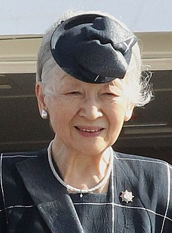 Empress Michiko's arrival in Manila - 2016 (cropped).jpg