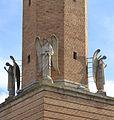 Estàtues d'àngels del campanar de l'església nova de sant Martí de Tours, Belchit.JPG