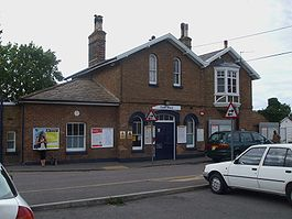 Ewell West stn building.JPG