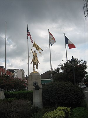 Jeanne d'Arc (Frémiet) - Image: FQ Joan Pony Flags Cannon