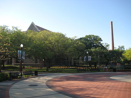 The center of campus. Live Oak trees with hanging Spanish Moss are found everywhere on campus FSUPlaza.JPG