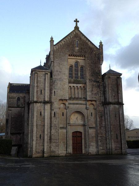 Façade de l'abbatiale de Montebourg
